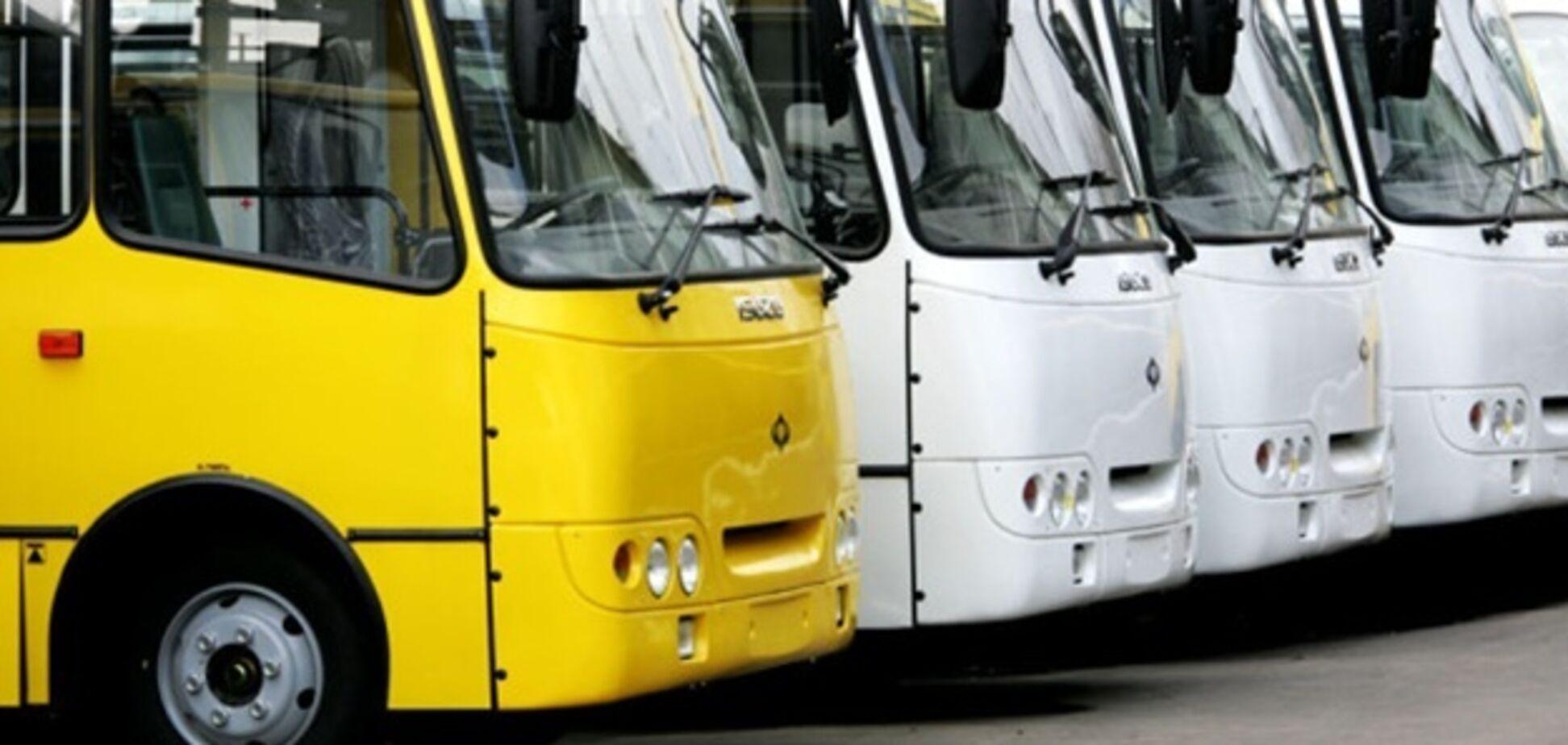 'Пешеход-самоликвидатор': во Львове девушку едва не сбил автобус