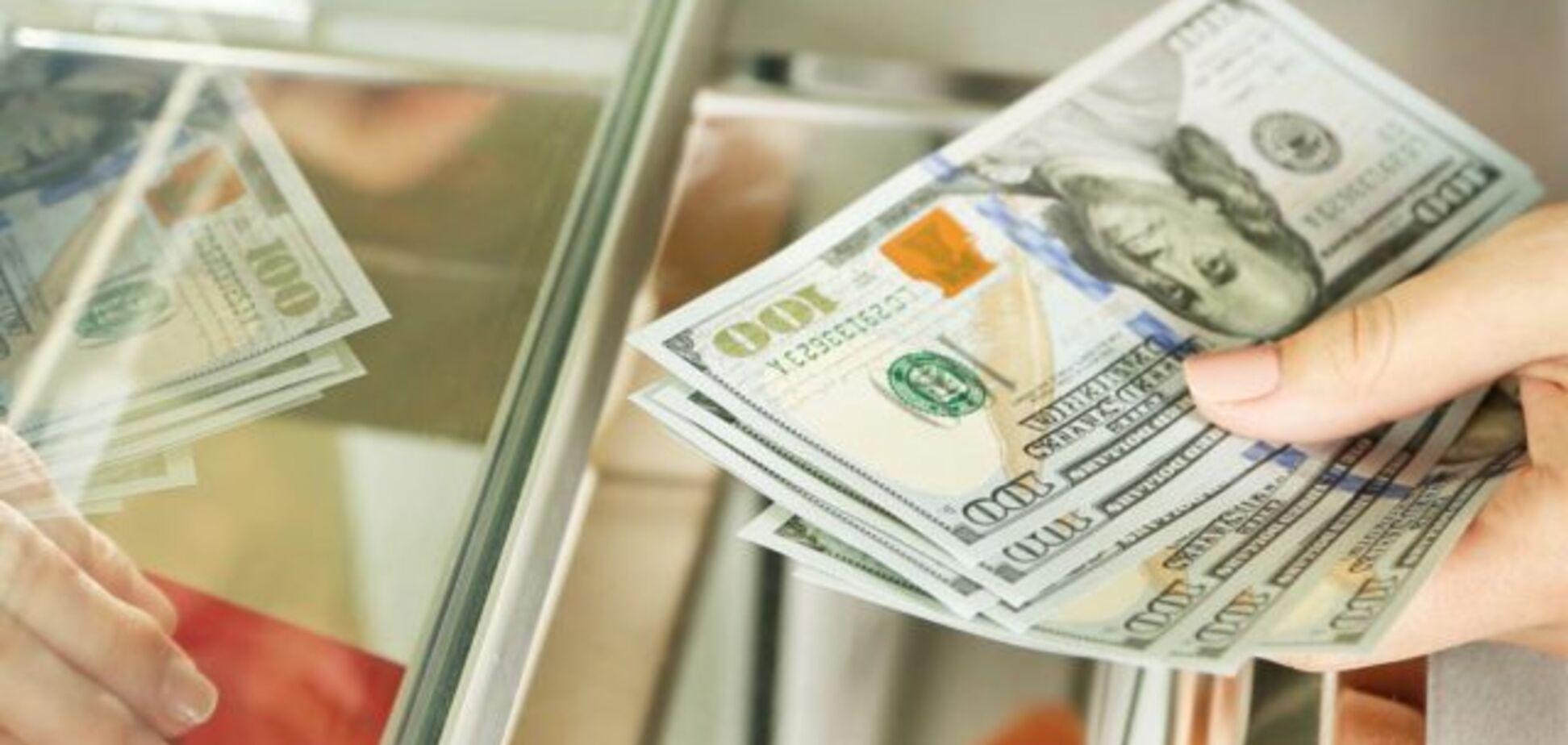 Долар впевнено гепнувся: курс валют до кінця вересня
