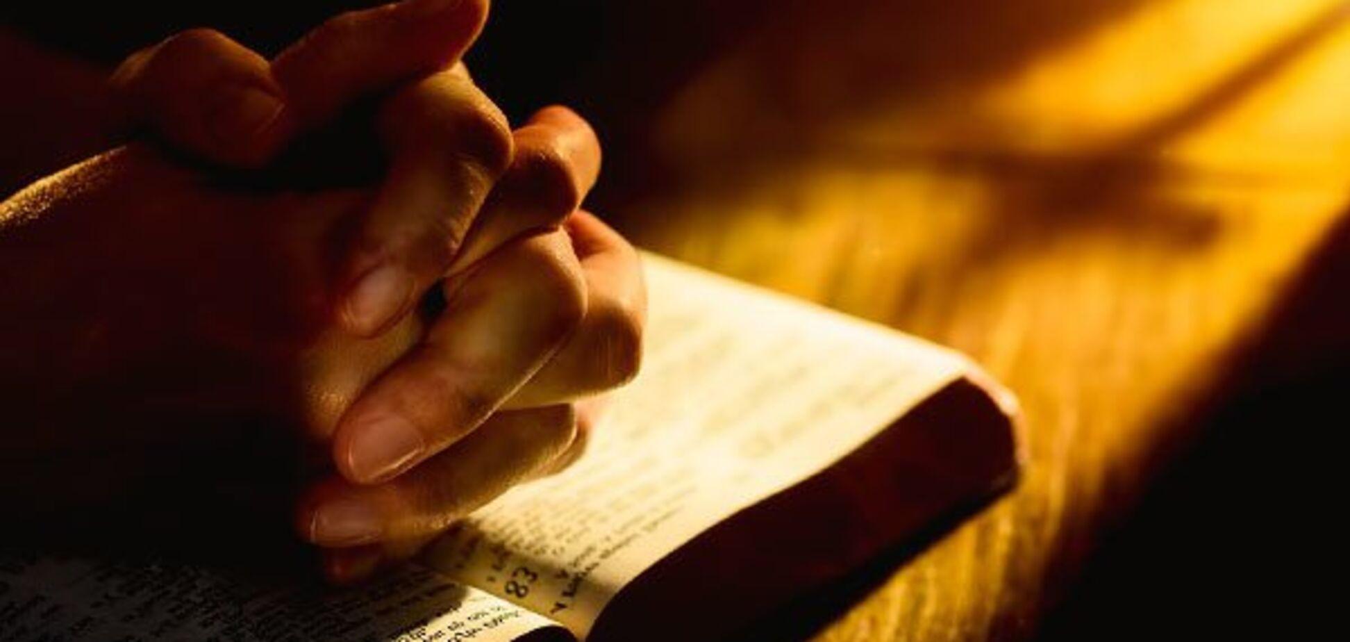На Прикарпатье в школах будут начинать день с молитвы