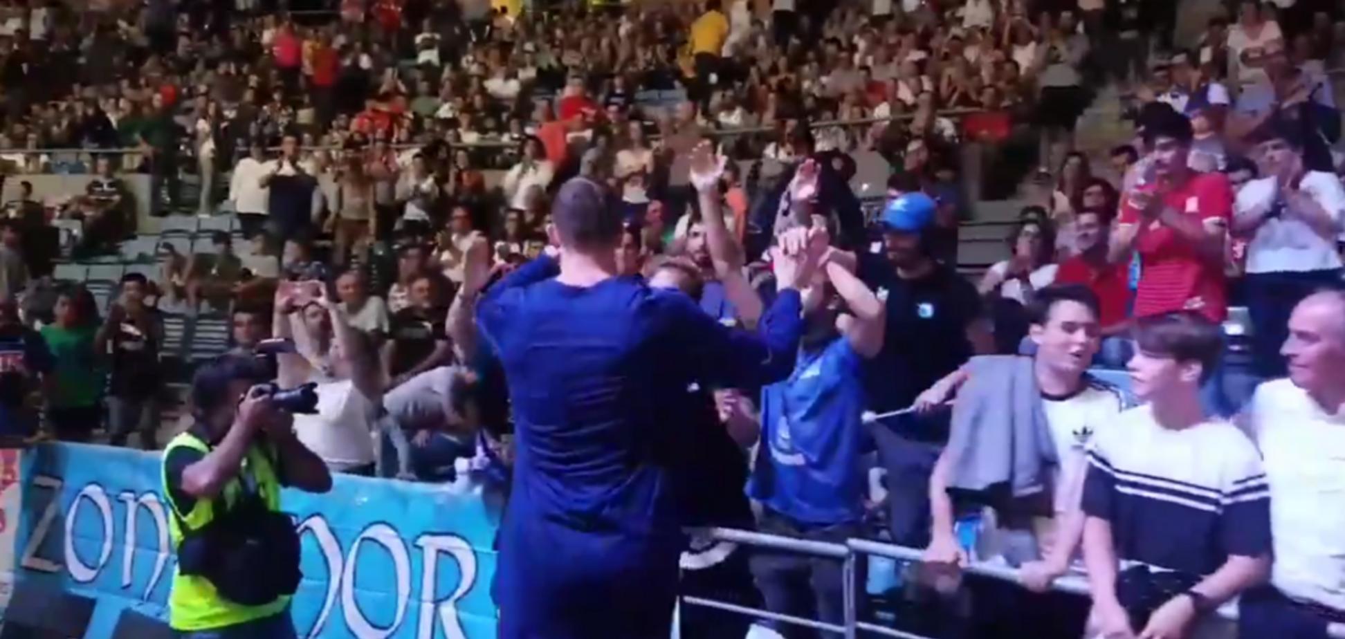 Болельщики 'Барселоны' устроили овацию игроку сборной Украины