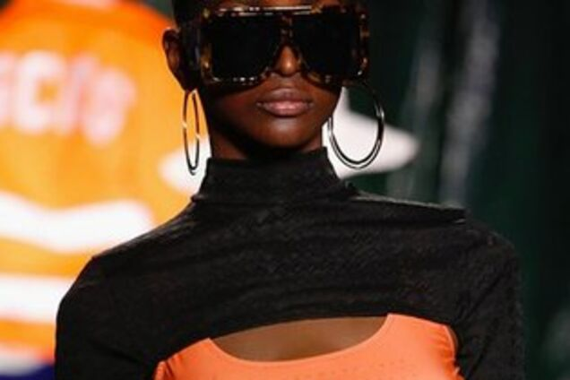 Модели с тремя грудьми: в Милане прошел необычный показ мод