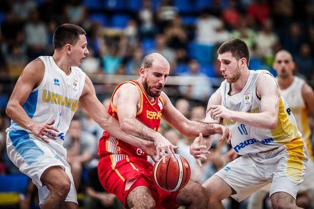Святослав Михайлюк (крайній праворуч) у грі з Іспанією