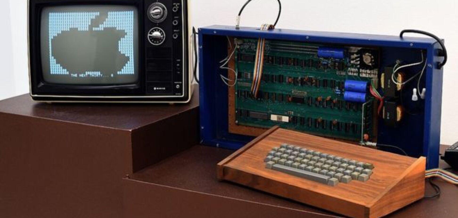 Перший комп'ютер Apple продали за $400 тисяч: як виглядає і що може