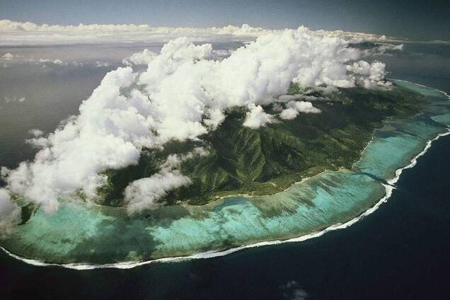 Сияние видно даже из космоса: в сети показали чудо природы на Мальдивах