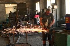 Последствия трудовой миграции: Украина рискует остаться без слесарей и сварщиков