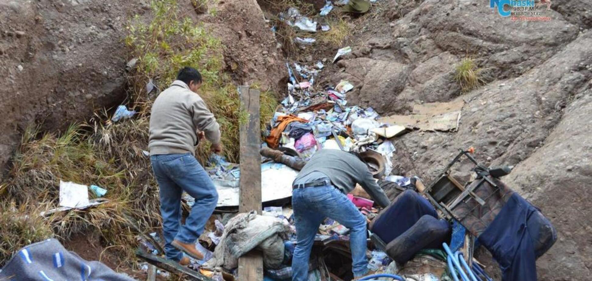 У Перу автобус упав у прірву із 300 метрів: 23 загиблих, 15 травмовані
