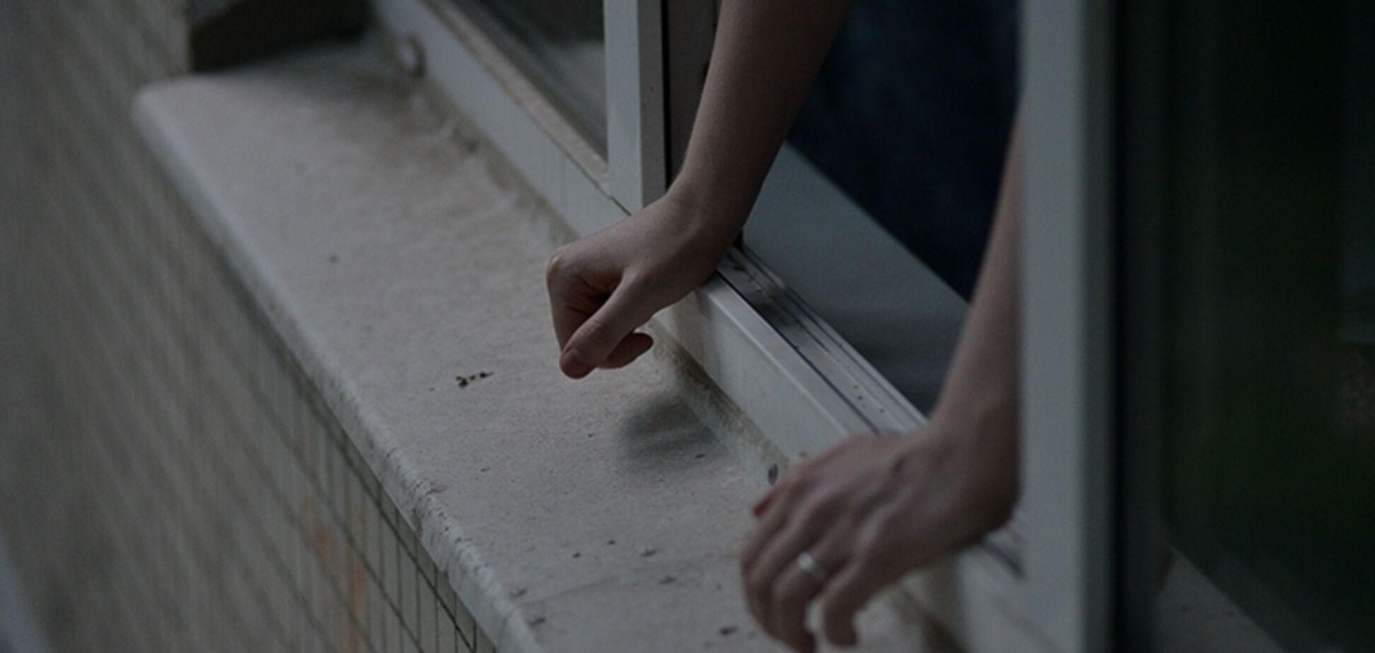 В Бердянске погиб пациент больницы, выбросившись из окна