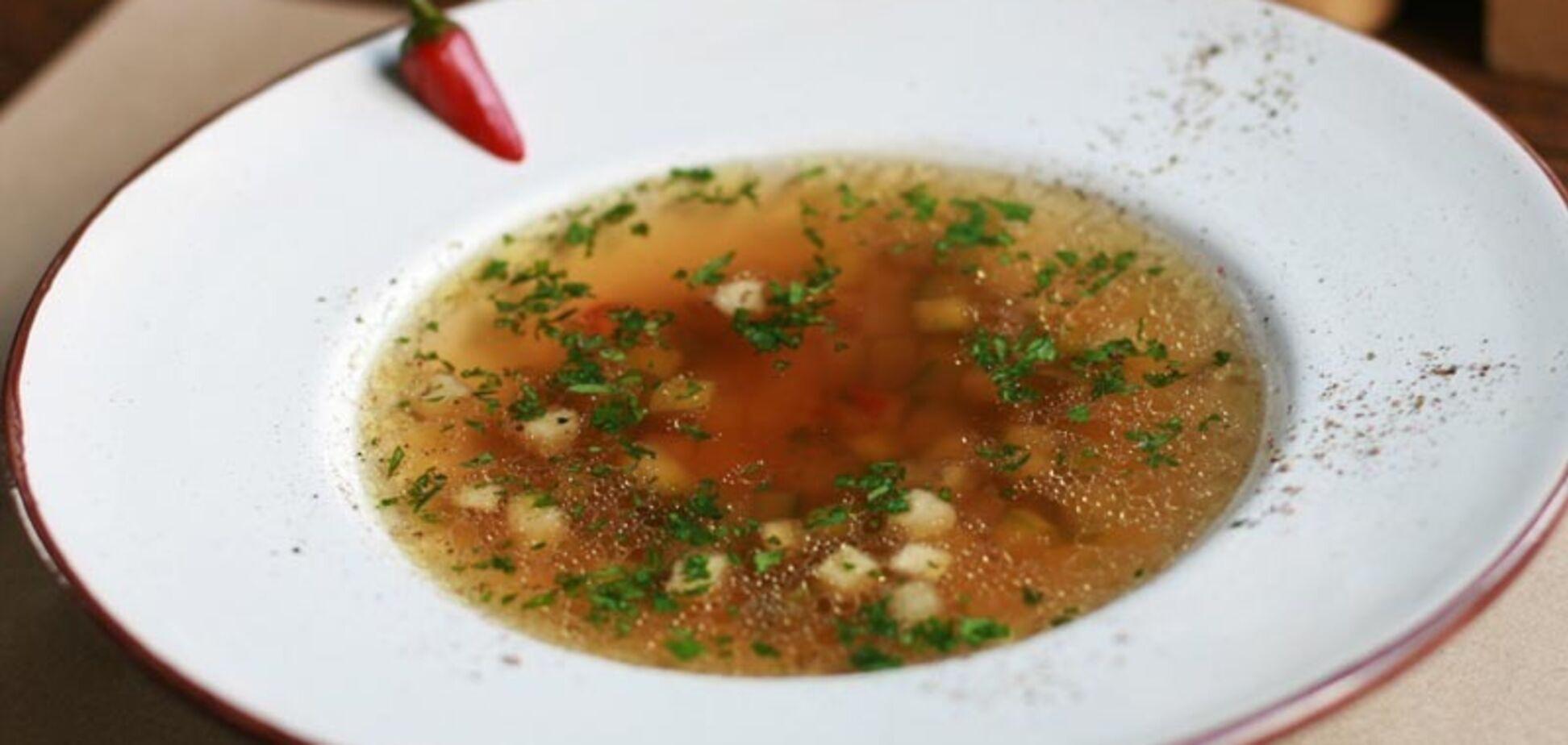 'Закончить школу без гастрита': рецепт полезного супа для детей от известного повара