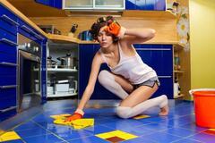 Женщина, твое место на кухне и жить ты должна в Мухосранске!