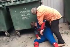 ''А как развлекаетесь вы?'' В России пенсионеры избили американского супергероя
