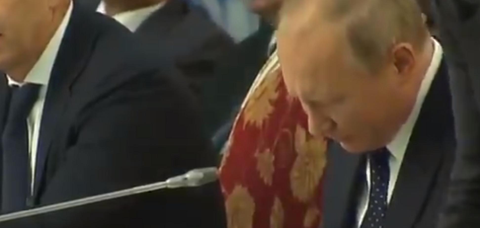 'Букви знайомі шукає': Путін зганьбився безглуздим відео з книгою