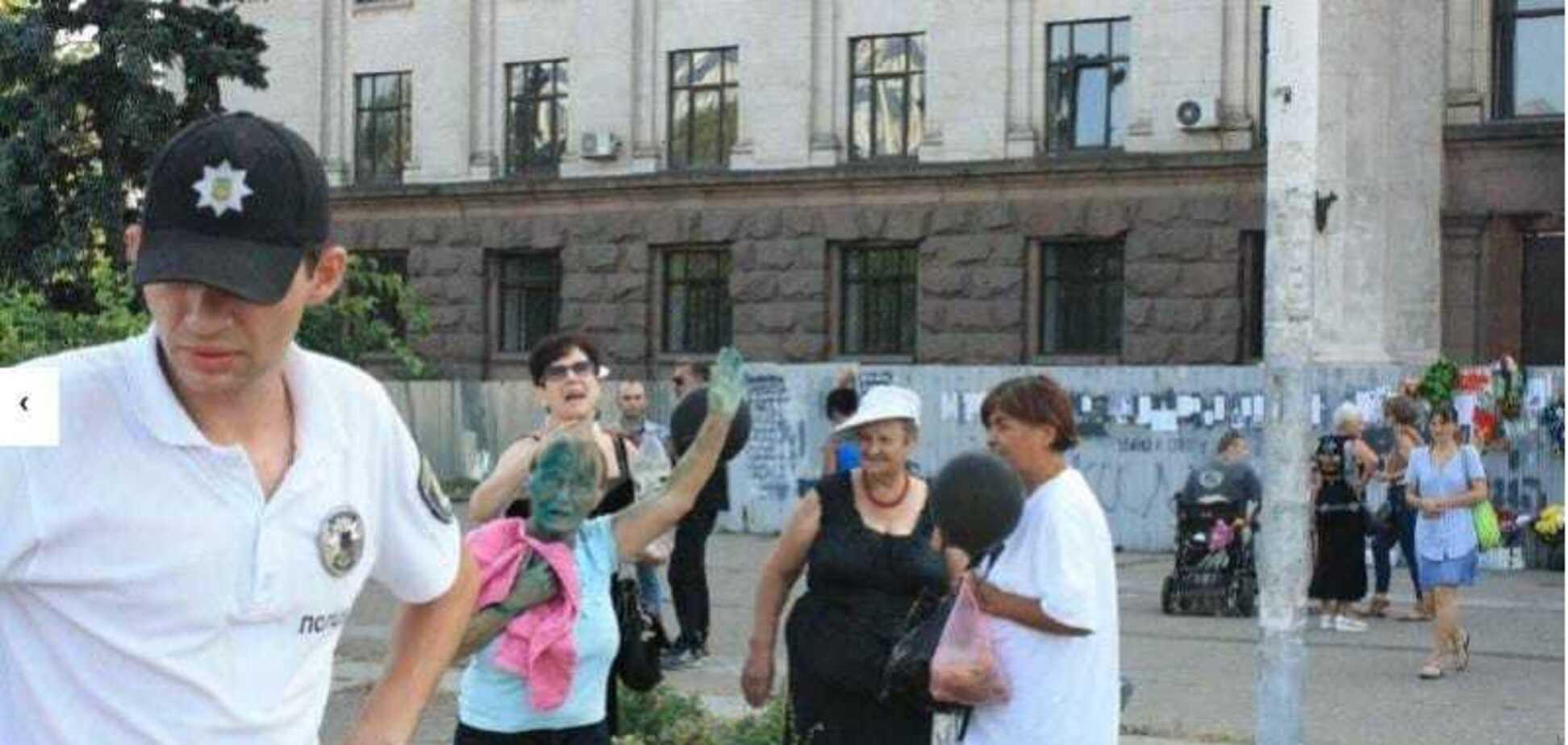 Решила поплакать по Захарченко и Кобзону:  в Одессе наказали фанатку 'русского мира'