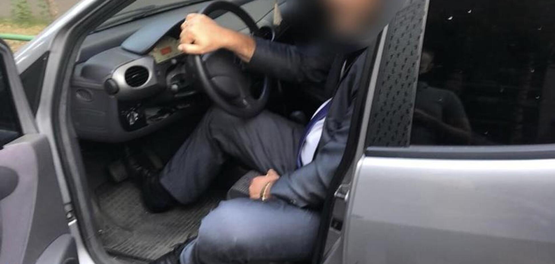 В Киеве поймали на взятках топ-чиновника Госгеонедр: фото задержания