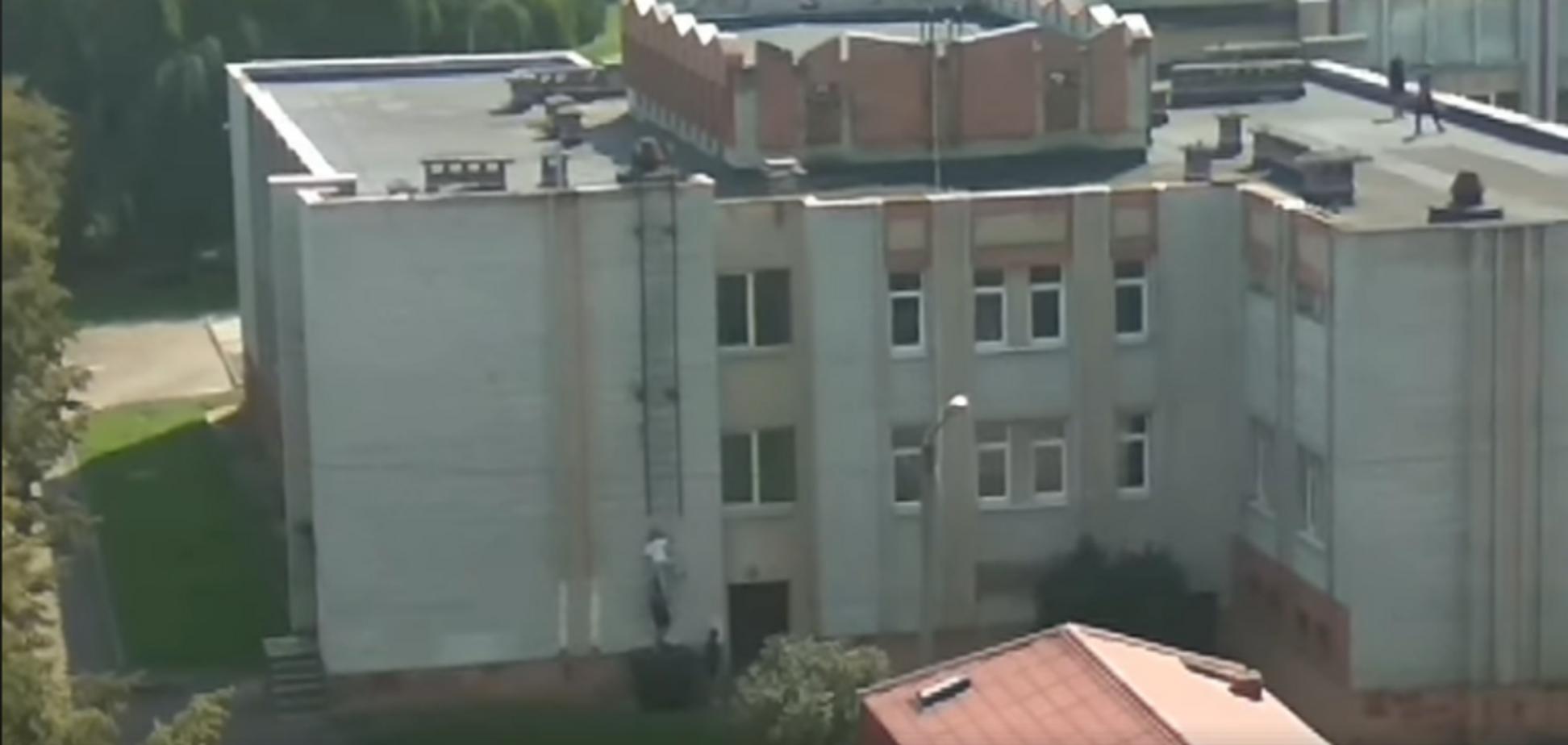 Соскучиись по школе? Опасное развлечение детей во Львове сняли на видео