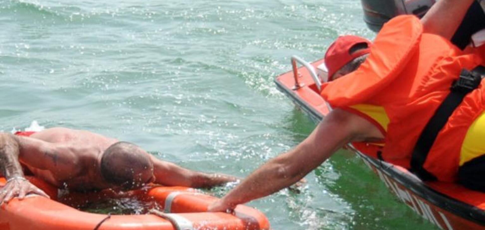 В Бердянске спасли двоих мужчин, которых уносило в открытое море