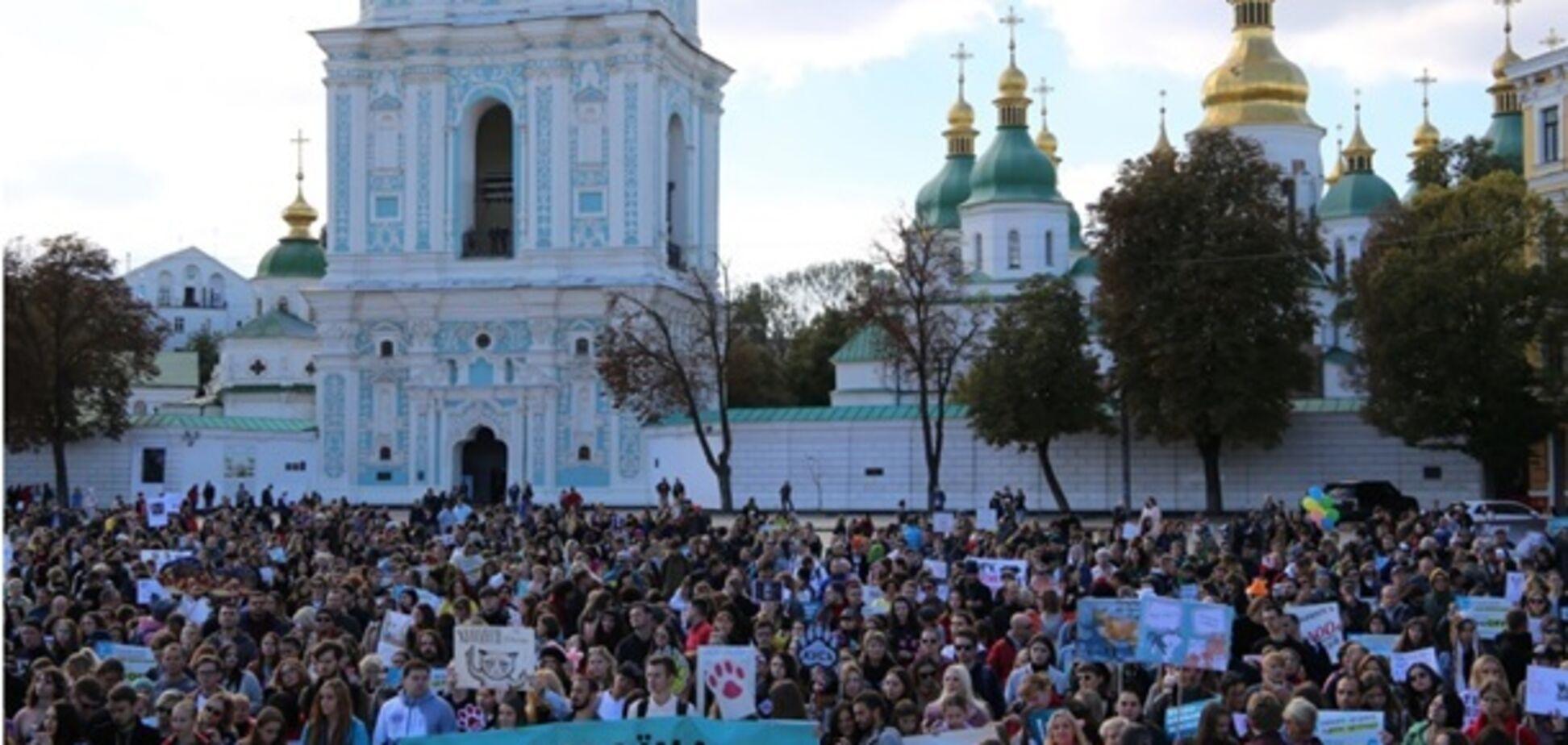'Я тобі не шуба!' По Києву пройшли маршем тисячі зоозахисників. Фоторепортаж
