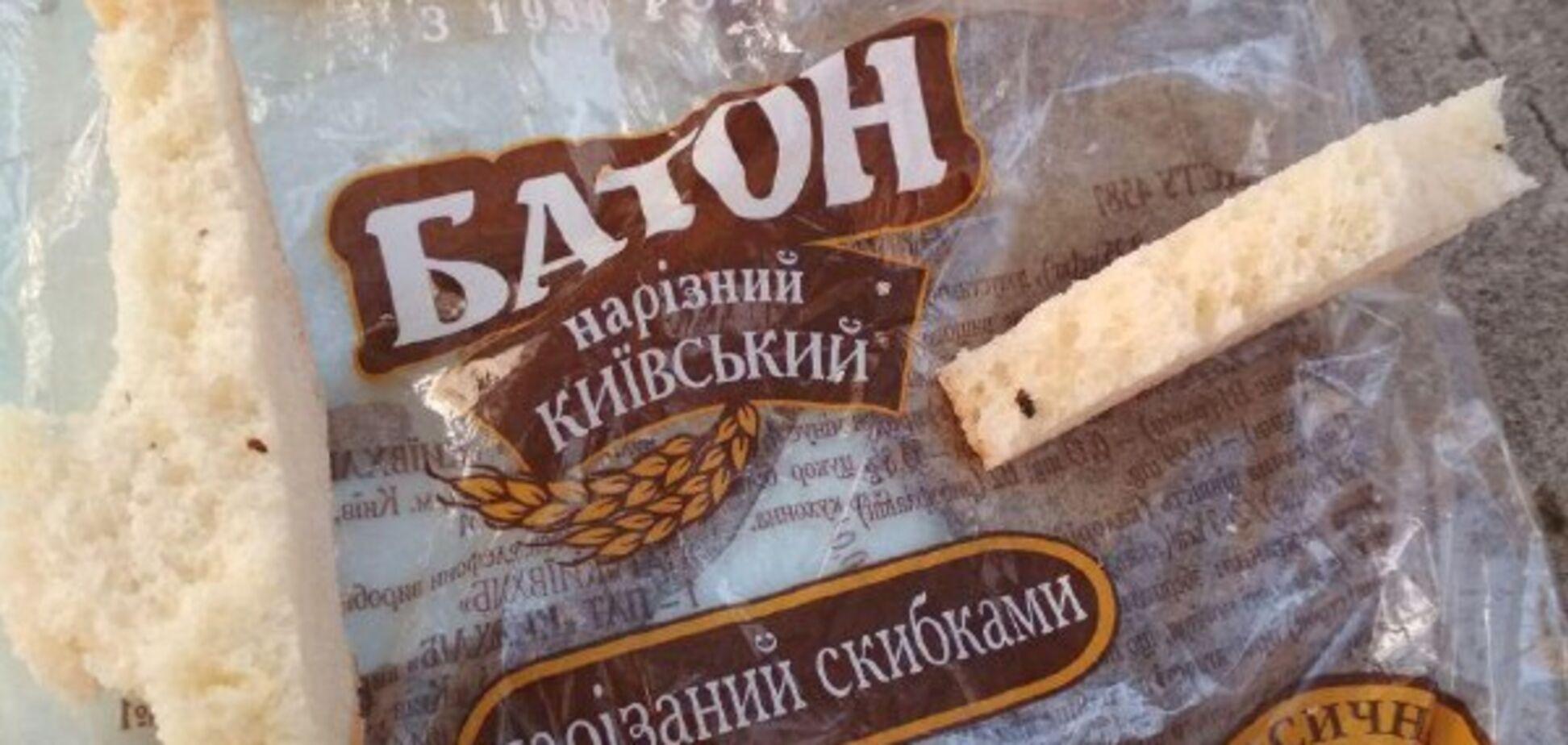 У супермаркеті Києва виявили хліб з личинками: фото