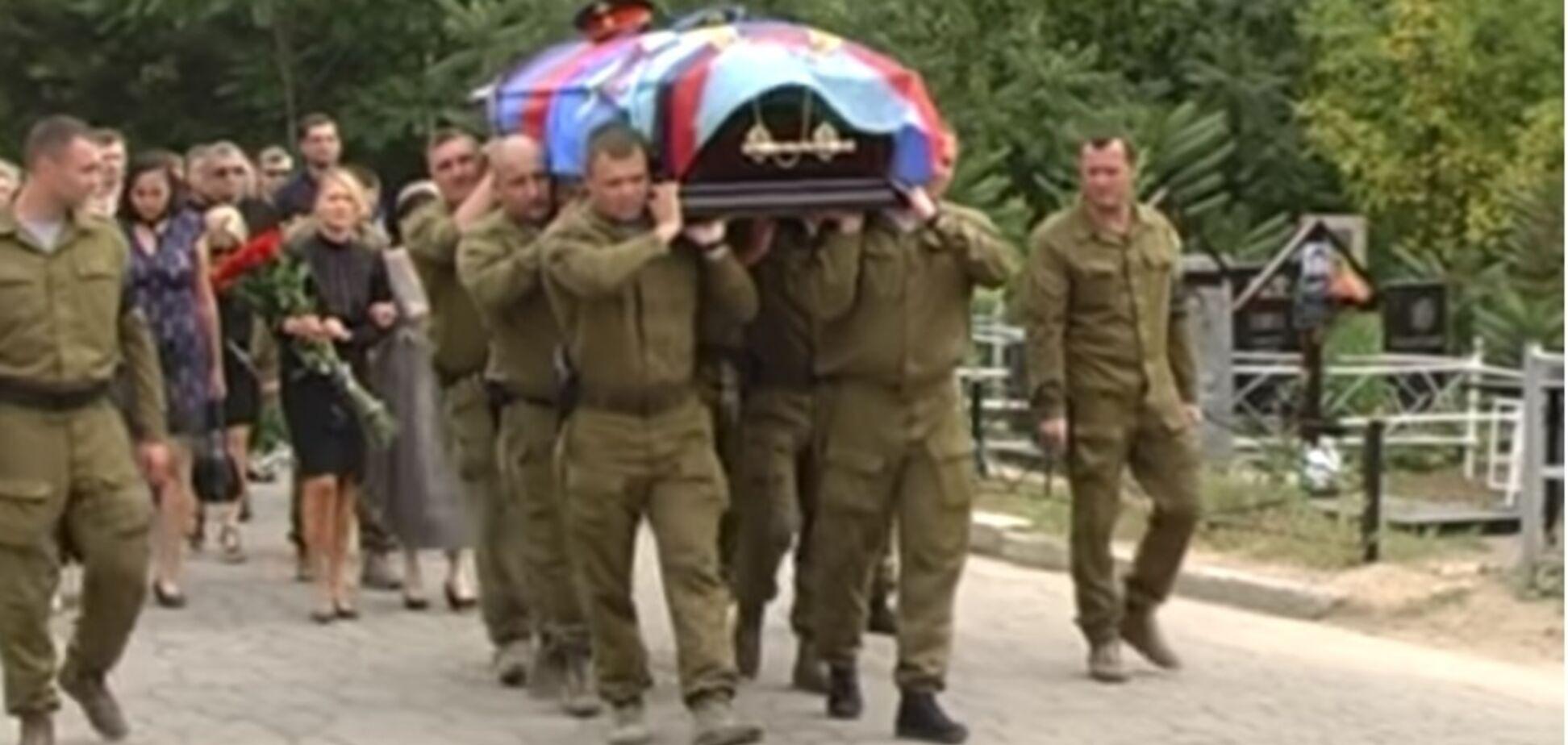 Взорвали вместе с Захарченко: в Донецке показали похороны охранника главаря 'ДНР'. Видеофакт