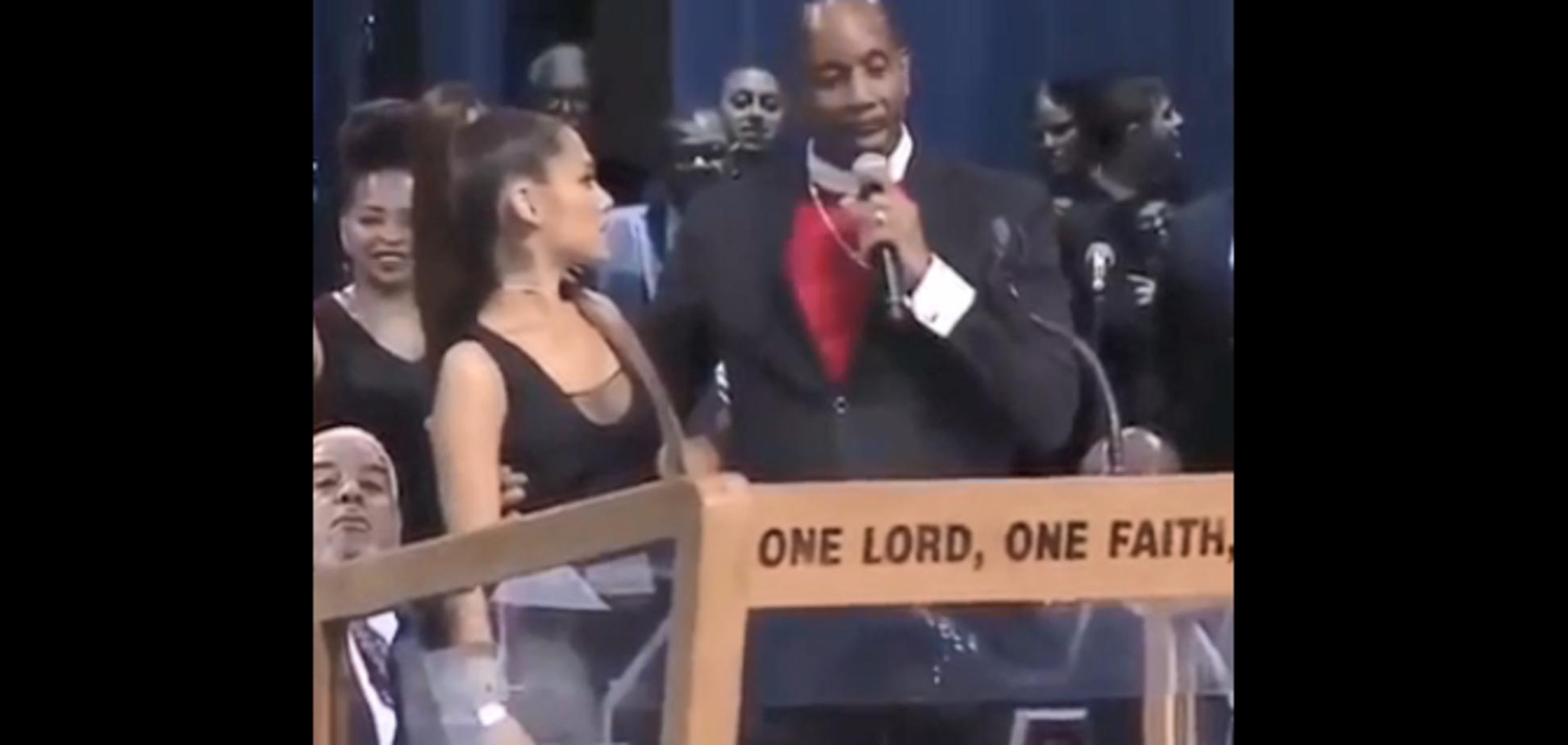 Американскую звезду на похоронах домогался священник: опубликовано скандальное видео