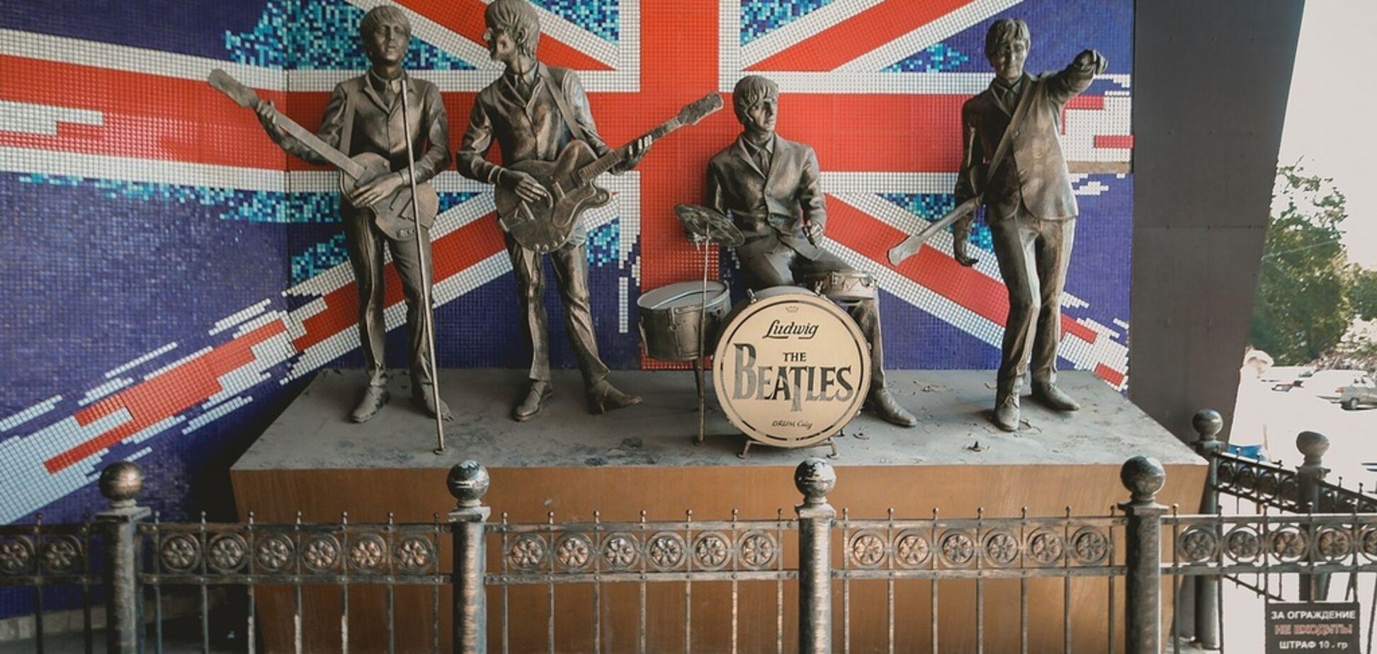 В оккупированном Донецке демонтировали известный памятник The Beatles
