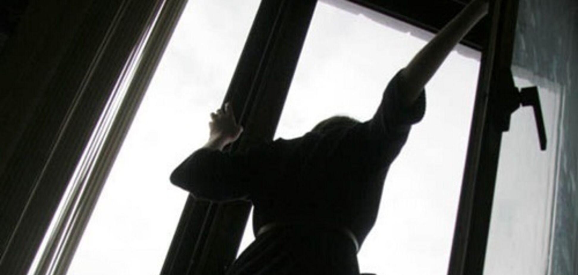 Оставила предсмертную записку: в Одессе девушка выпрыгнула из окна