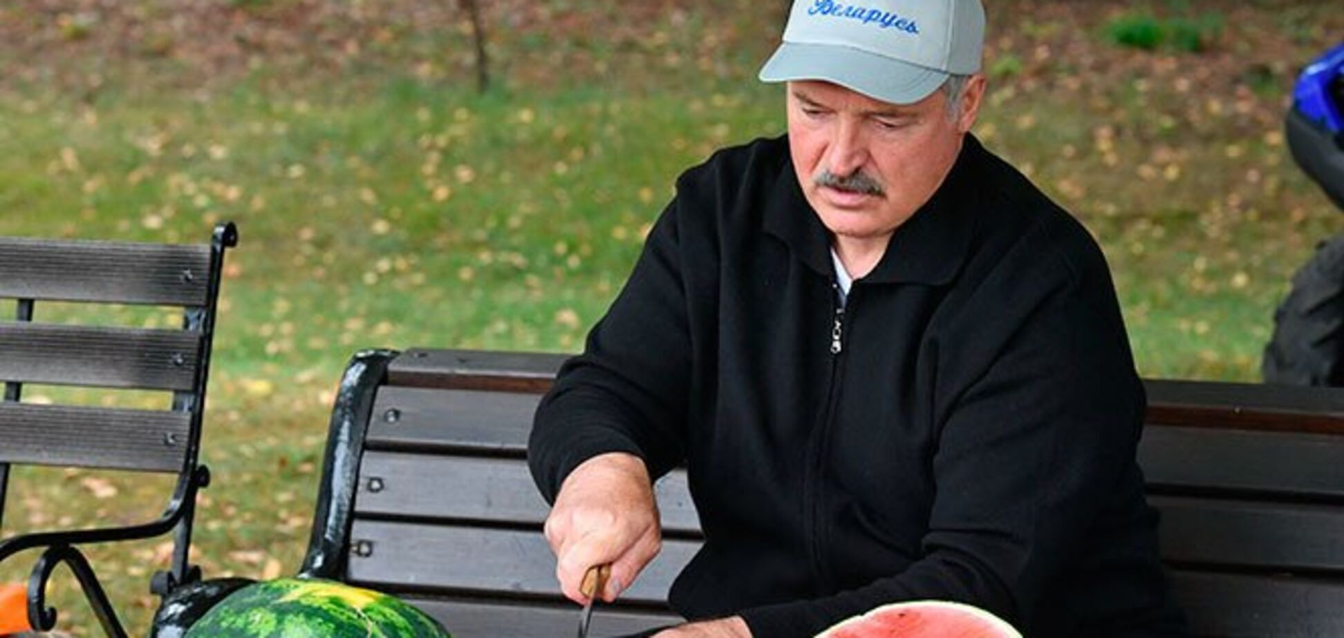'Королева Анна': Лукашенко похвастался 'нетипичными' арбузами на даче