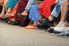 Мюли и уродливые кроссовки: что обувать, если ты главный модник в Киеве