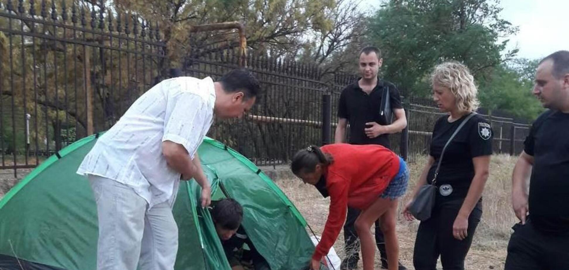 В Одесі родина оселилася на пляжі: що сталося