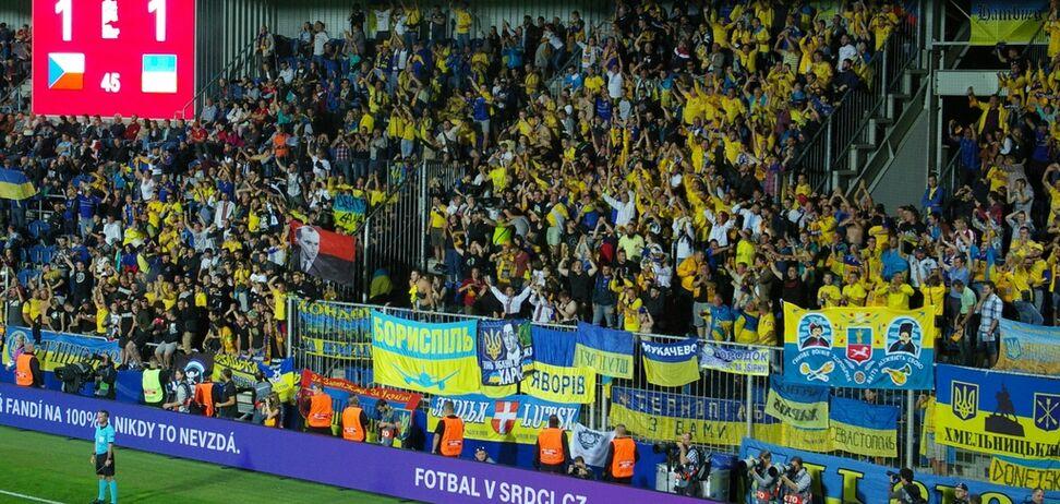 За любов до Шеви - у в'язницю: репортаж із матчу збірної України в Чехії