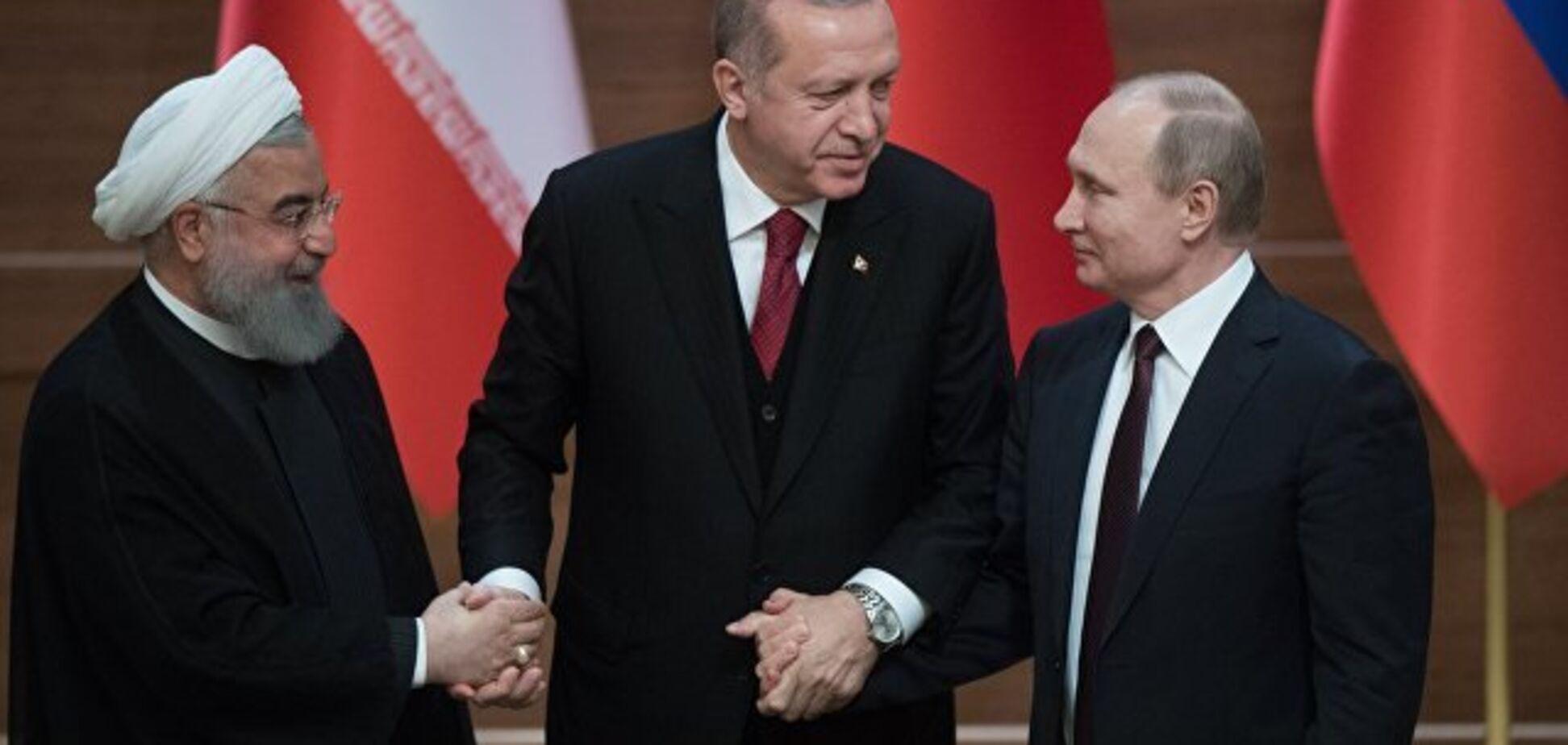 Штаны с подвохом: Путин опять 'замаскировал' свой рост. Фотофакт