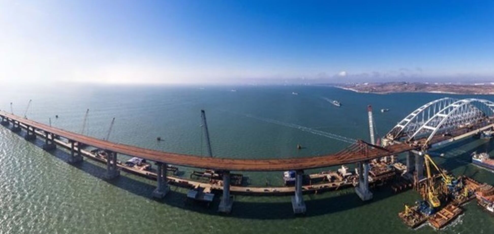 С Крымским мостом произошло ЧП: опубликовано новое видео разрушений