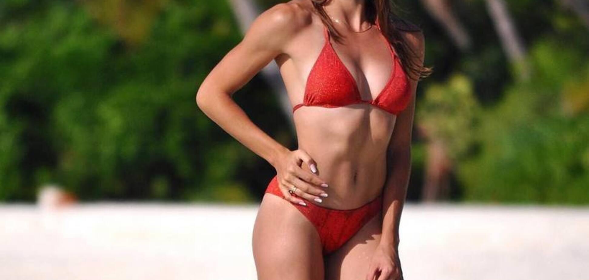 Українська чемпіонка похвалилася спокусливими фото в купальнику