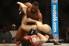 Чемпион UFC задушил соперника и сохранил титул - опубликовано видео