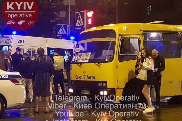 У Києві пасажир маршрутки порізав юнака