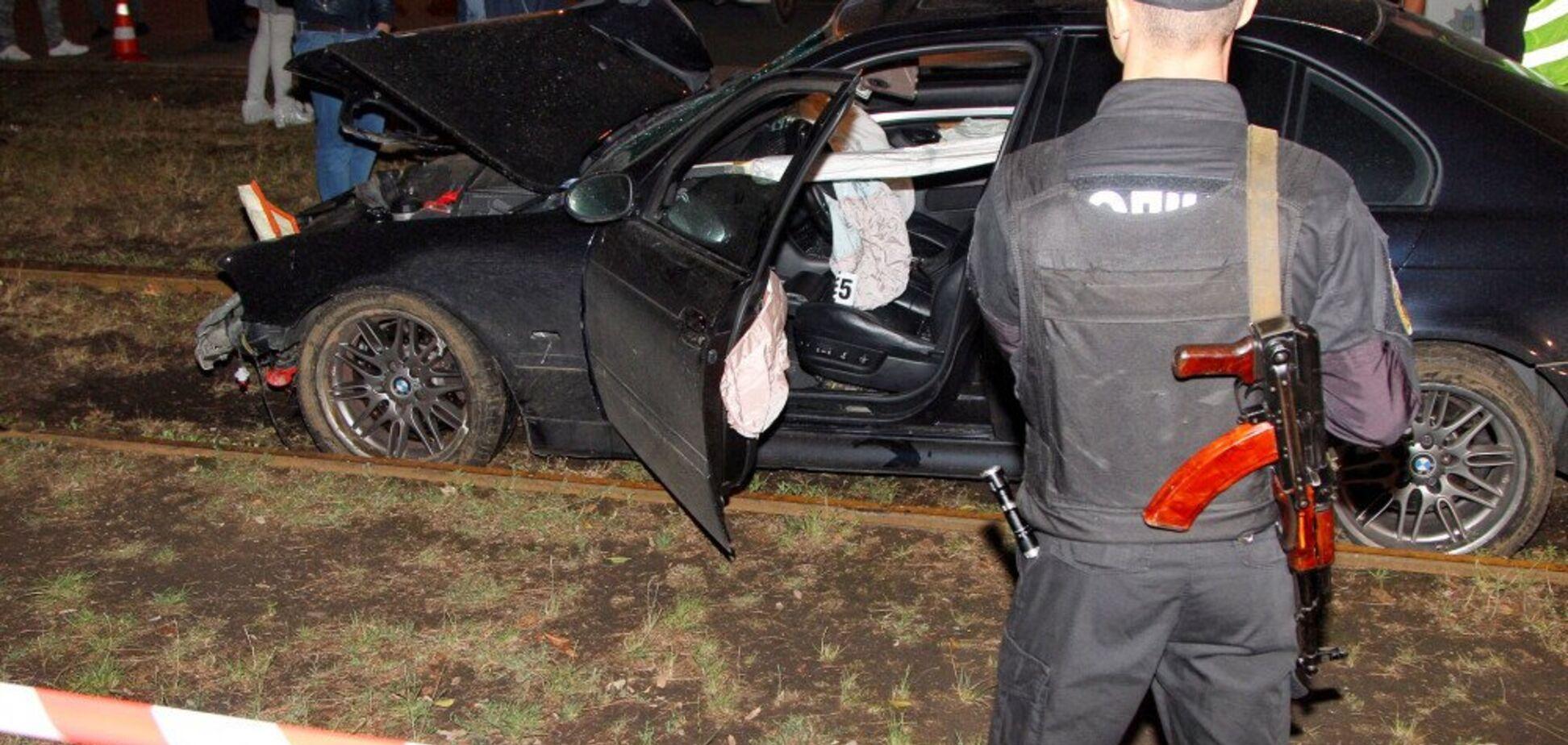 В Одессе BMW врезался в остановку с людьми: фоторепортаж с места трагедии 18+