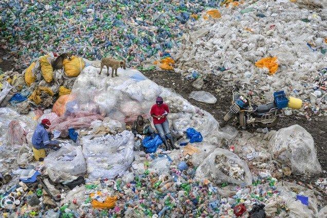 Названы самые загрязненные туристические места планеты: устрашающие фото