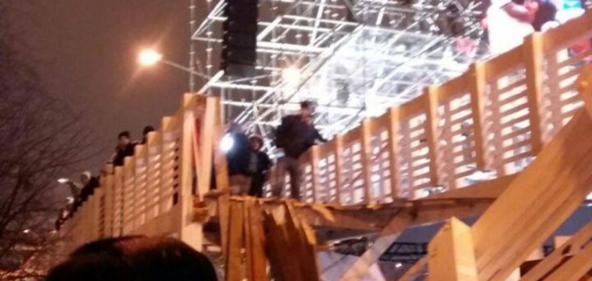 Мост рухнул на людей: в Москве произошло жуткое ЧП в новогоднюю ночь