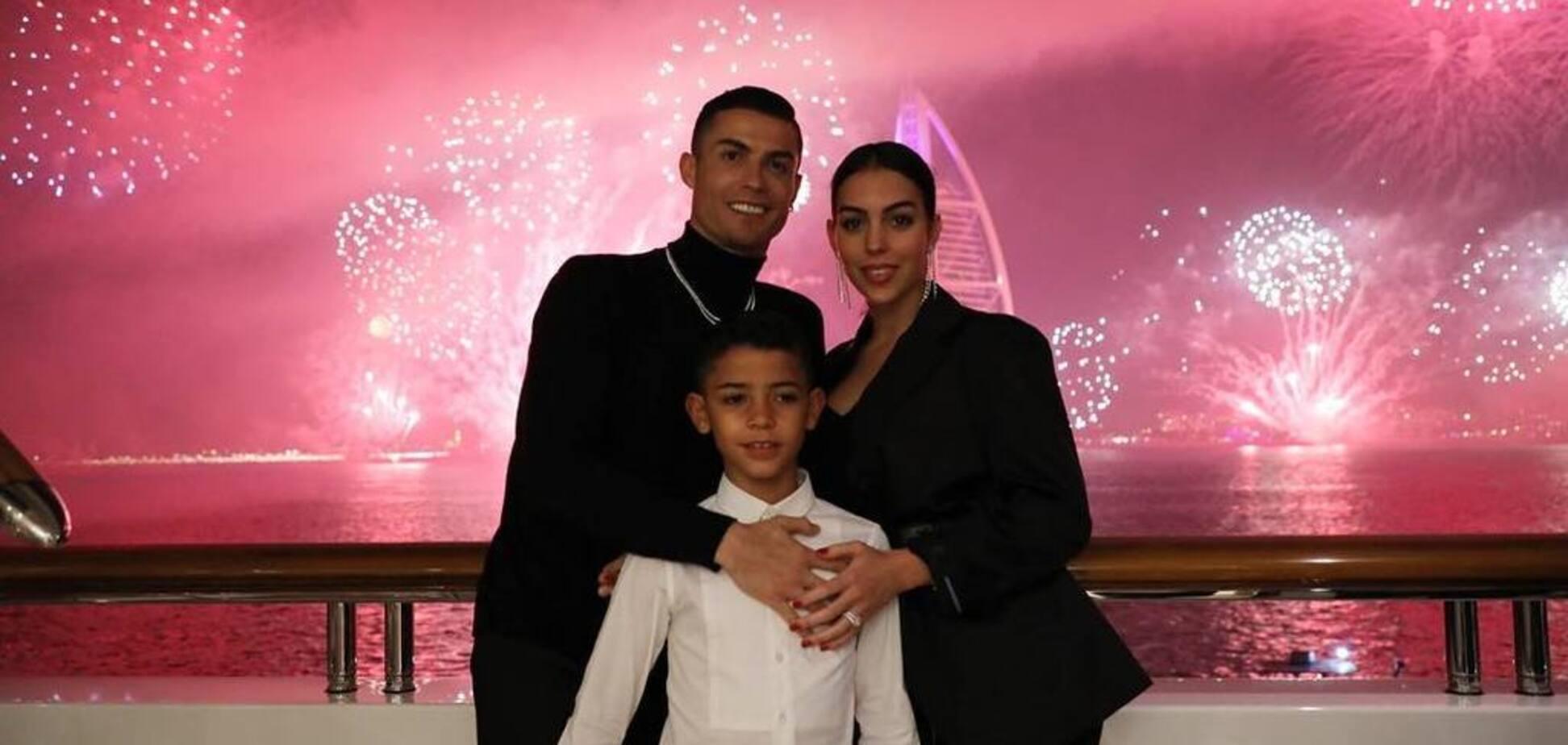 Раздетые Роналду с невестой собрали 10 млн лайков за сутки — опубликовано фото