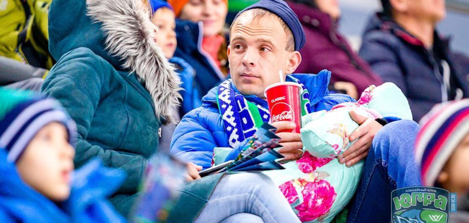У Росії на хокейному матчі станцювали ''стриптиз''