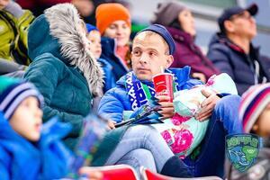 В России на хоккейном матче станцевали ''стриптиз''