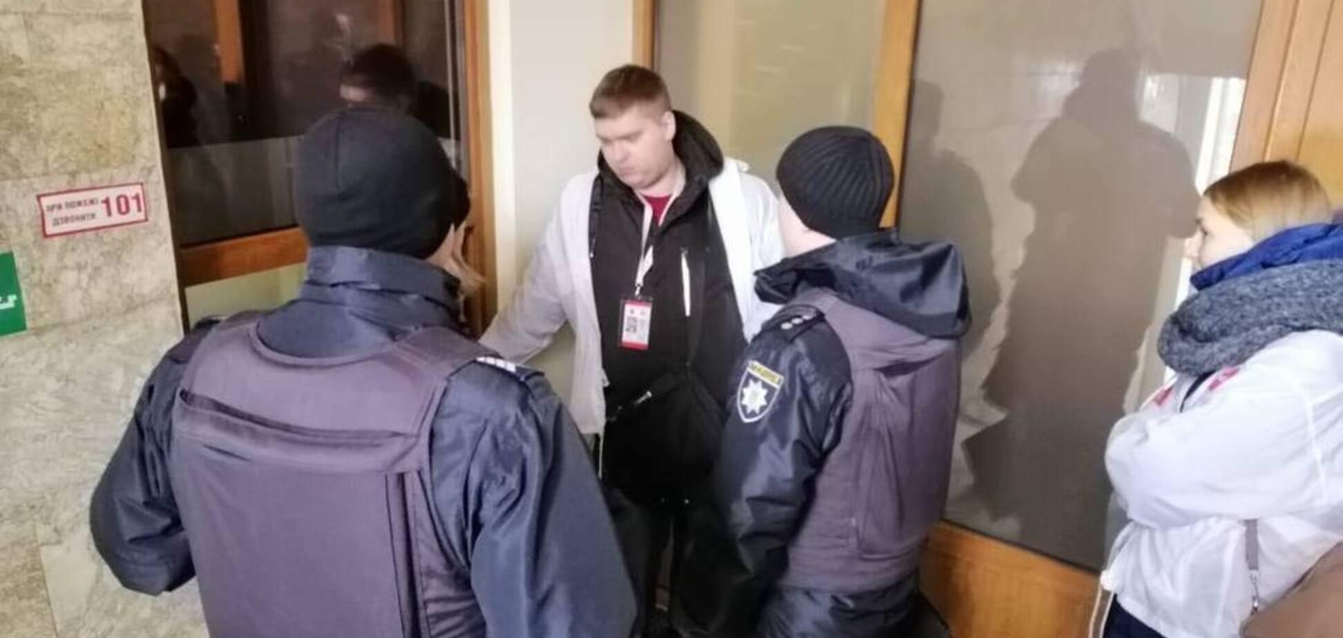 ''За семью замками'': работники АРМА закрылись и не впустили журналистов