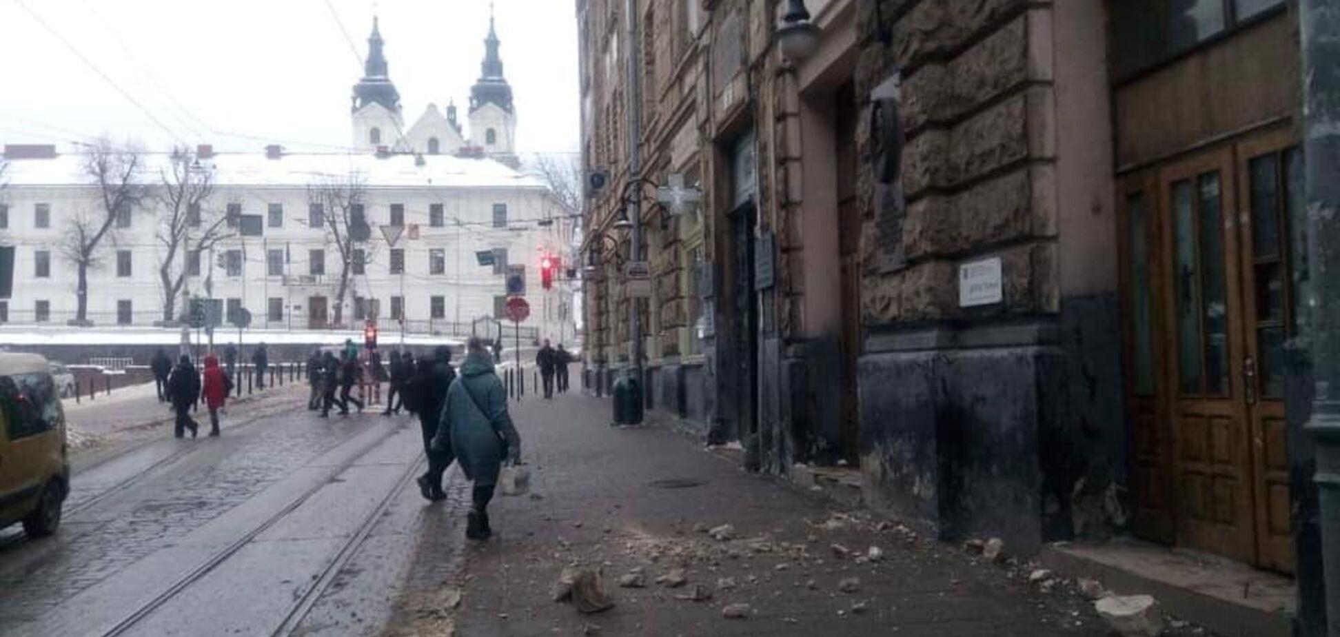 Во Львове произошло ЧП с историческим зданием: фото