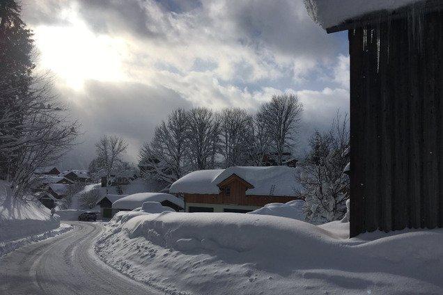 Европу накрыло мощным снегопадом: погибли туристы