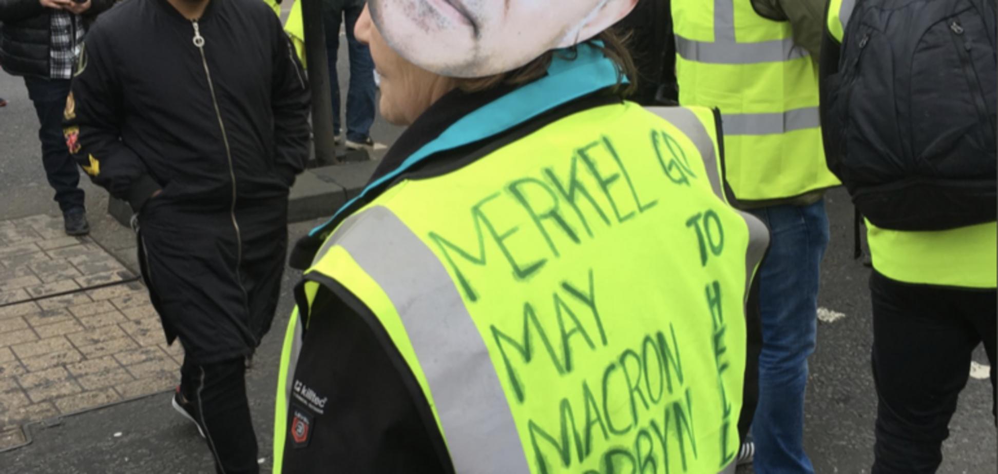 В ход пустили газ и водометы: во Франции прошли массовые задержания 'желтых жилетов'