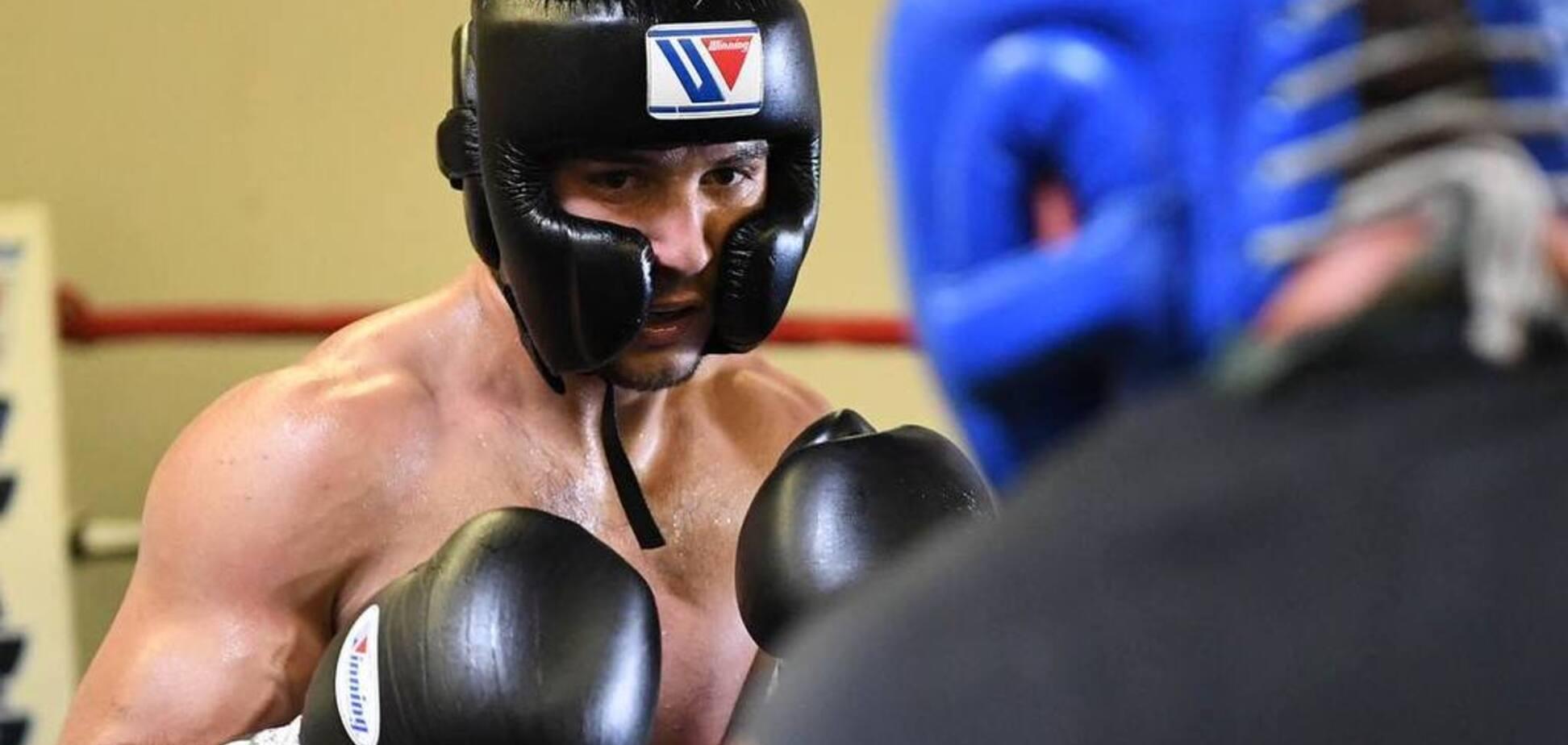 Бій непереможного українського боксера завершився незвичайним результатом