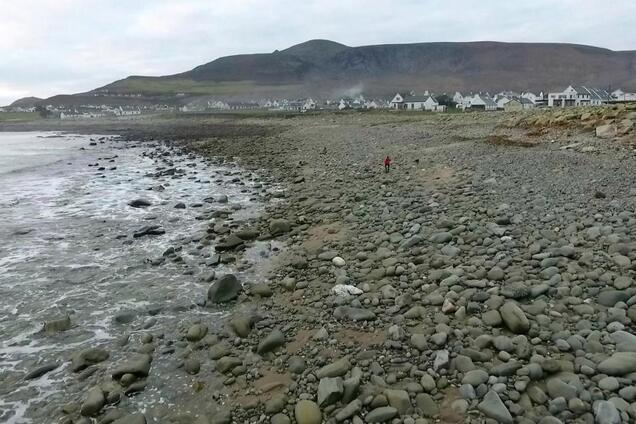 В Ирландии из-за шторма исчез уникальный пляж: яркие фото