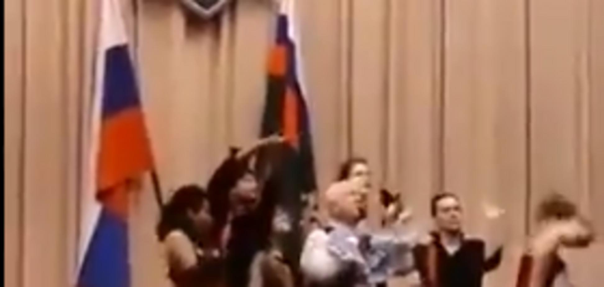 'Девиц с Окружной подвезли': Следком РФ опозорился песнями Моисеева. Видеофакт