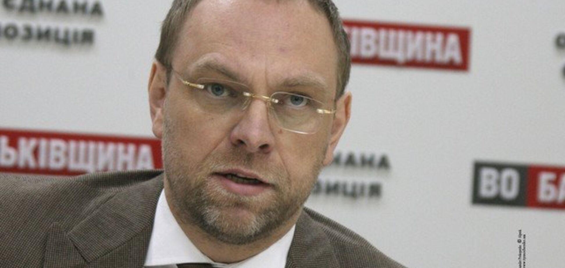 Власенко: требуем от власти отчета об итогах военного положения