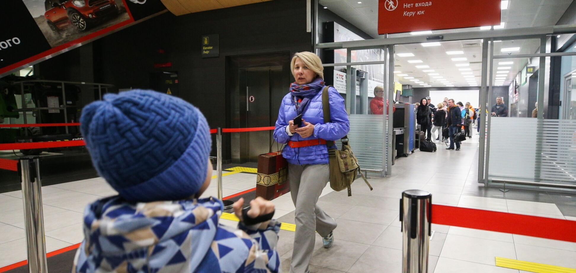 ''Затискають гайки'': податок на виїзд з Росії висміяв економіст