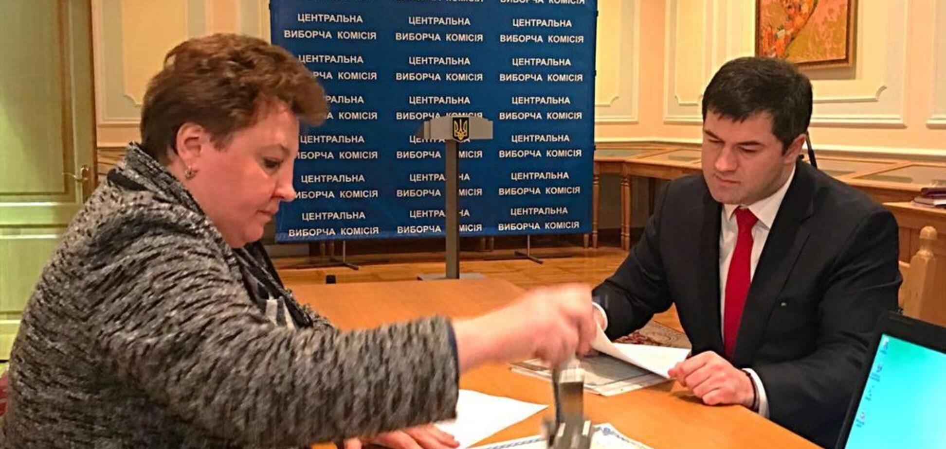 Насиров подал в ЦИК документы для участия в выборах президента